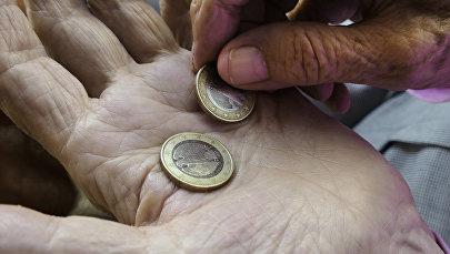 Пенсионеры, деньги