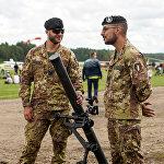 Spāņu karavīri ar mīnmetēju