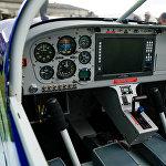 Mūsdienīgas divvietīgās lidmašīnas kabīne