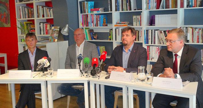 INBOKSS valdes loceklis,  INBOKSS īpašnieks Andris Griķis, TVNET Latvia valdes loceklis Juris Mendziņš, advokāts Jānis Zelmenis
