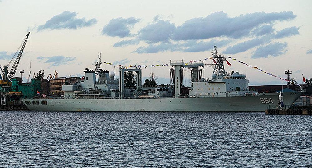 Ķīnas JKF sagādes kuģis Lomahu Rīgas ostā