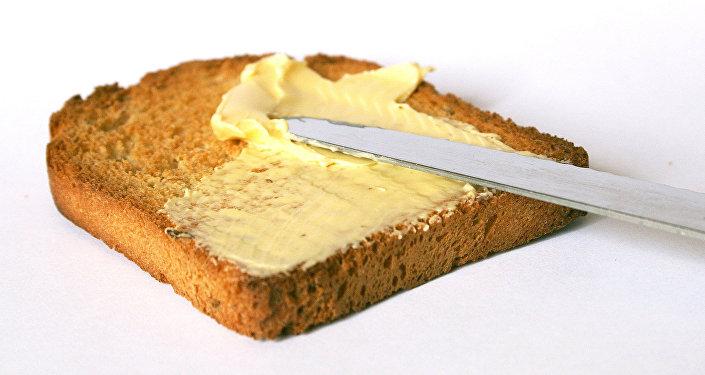 Сливочное масло на тосте