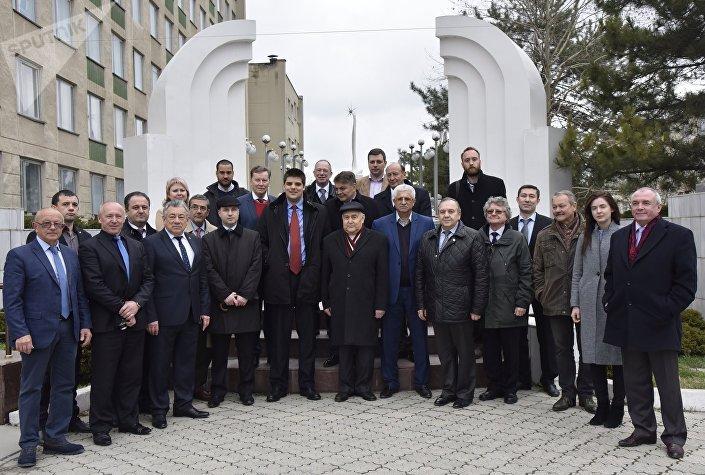 Делегация европейских политиков во время посещения Симферополя