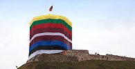 Флаги Балтийских стран на башне, архивное фото