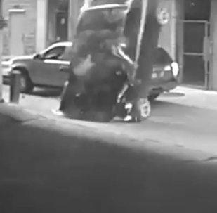 Amerikāniete savā BMW nogāzās no septītā stāva, nemākulīgi mēģinot pieparkoties