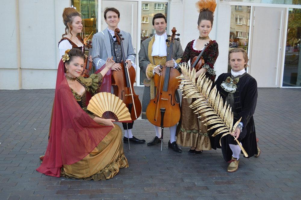 Выступление музыкантов и танцоров из Санкт-Петербурга украсило фестиваль