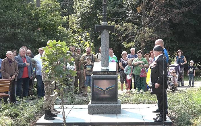 В Киеве открыли памятник с вонзенным в карту России мечом