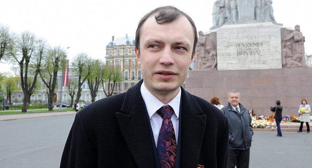 Янис Кузинс