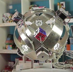 Paspēt vienā sekundē: robots pret Rubika kubiku