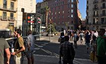 Полицейское оцепление на месте теракта в Барселоне, 17 августа 2017