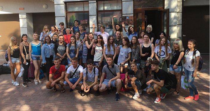 Ukrainas skolēni dodas uz Maskavu un Sanktpēterburgu, lai piedalītos Rossotrudņičestvo organizētā mācību un izglītojošā programmā Sveika, Krievija!