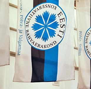Karogi ar Igaunijas Konservatīvās tautas partijas simboliku
