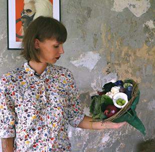 Жительница Таллина создает съедобные букеты из овощей, фруктов, грибов, сыра и мяса