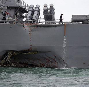 Eskadras kuģis Džons Makeins pēc sadursmes ar tirdzniecības kuģi, 2017. gada 21. augusts
