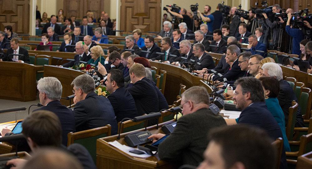 Сейм Латвии отказался дать родившимся вгосударстве детям статус жителей