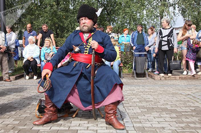 Реконструктор из Москвы Борис Бурба - в казачьей форме времен Семилетней войны
