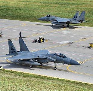 Lietuvas Zokņu aviobāze amerikāņu F -15 uzsāk patrulēšanas misiju