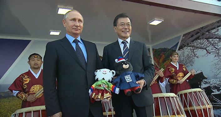 Президент Южной Кореи вручил Путину талисманы Олимпиады-2018 И Паралимпиады в Пхенчхане