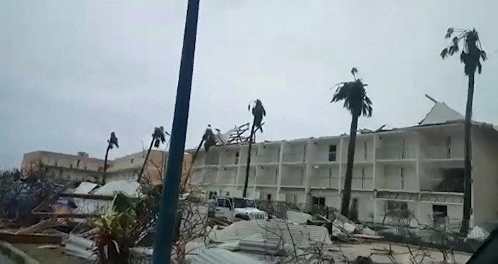 Viesuļvētra Irma, kas atzīta par spēcīgāko Atlantijas okeānā pēdējo desmit gadu laikā, plosījās Karību jūrā.