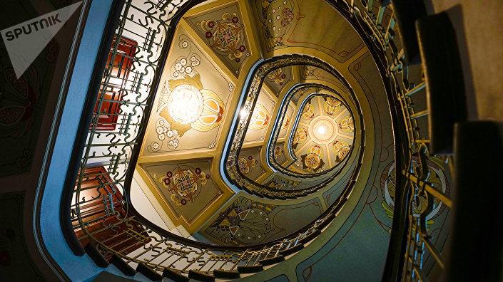 Изящная лестница в стиле модерн