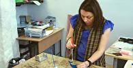 Trauslā māksla: Igaunijas iedzīvotāja māca radīt vitrāžas