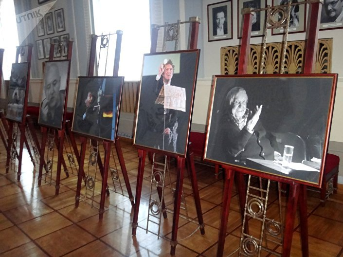 Выставка, фотографа Дмитрия Дубинского в театре Вахтангова, посвященная Дню Театра
