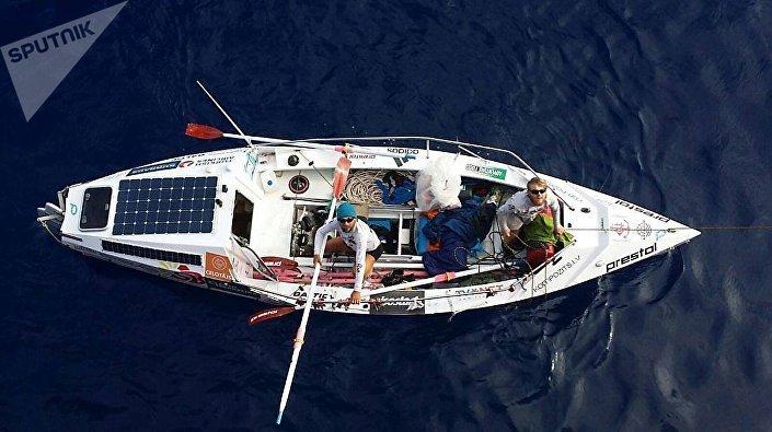 Лодка латышских мореплавателей в Атлантическом океане