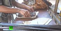 Mierīgā dzīve atjaunojas: Deir ez Zoras ielās pārdod kebabus