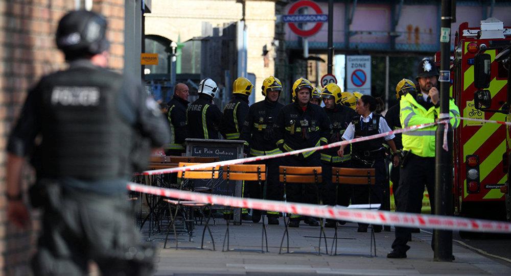 Спецслужбы на станции метро Парсонс Грин в Лондоне