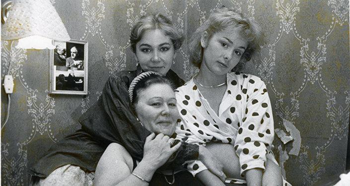 Татьяна Аугшкап с мамой и сестрой