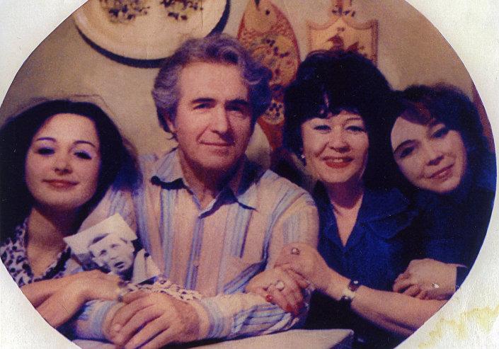 Татьяны Аугшкап с папой, мамой и сестрой
