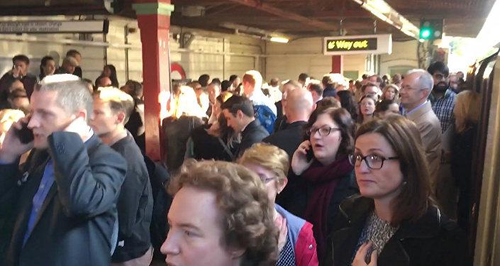 Первые кадры из Лондона, где произошел взрыв в метро