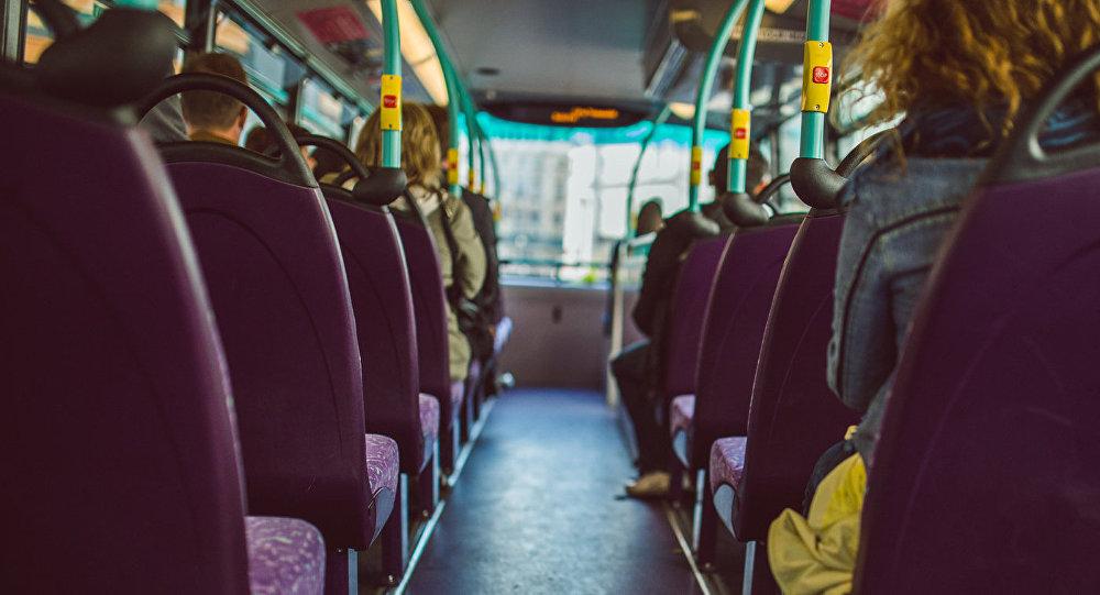 В салоне автобуса, архивное фото