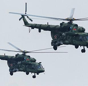 Пара вертолётов Ми-8 после нанесения удара неуправляемыми ракетами по условному противнику