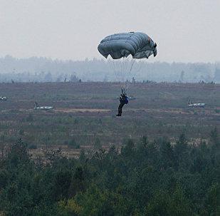 По легенде учений самолёт союзного государства был сбит сепаратистами из ПЗРК, пилоты катапультировались