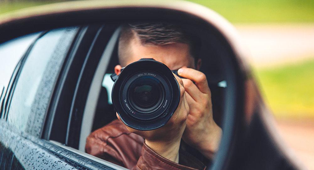 Шпион с фотоаппаратом