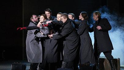 Сцена из спектакля Русский роман