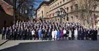 Депутаты и политики у Сейма, архивное фото