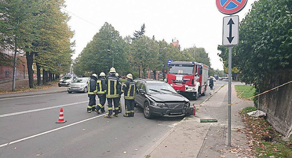 ВРиге автомобиль въехал вгруппу воспитанников детского сада, трое детей пострадали