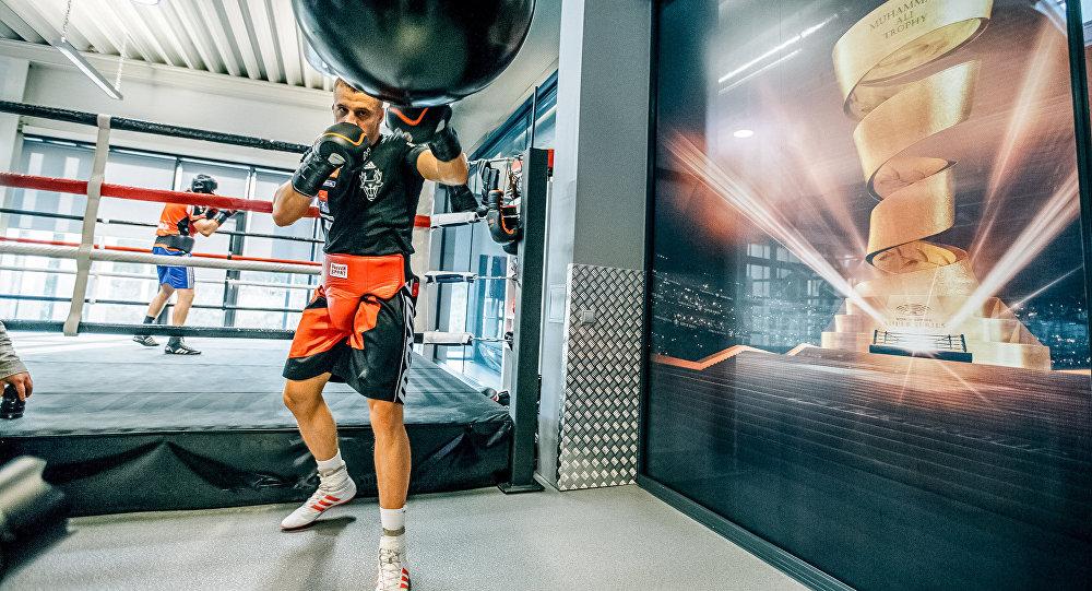 «Нельзя забегать заранее»: Виталий Кличко рассматривает бой Усик-Бриедис