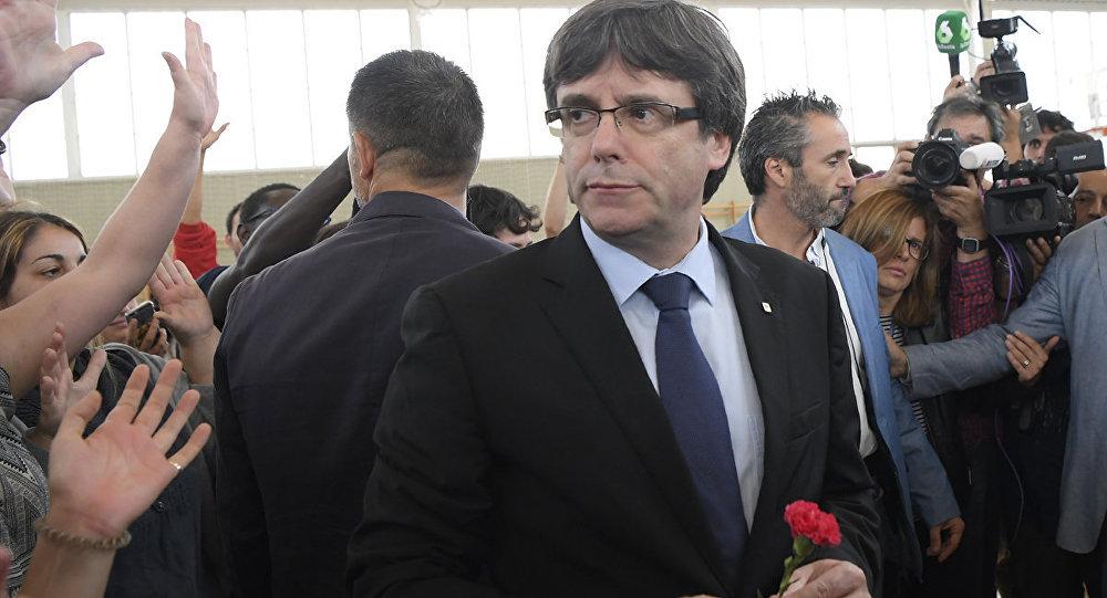 Глава правительства Каталонии Карлес Пучдемон на референдуме о независимости Каталонии Испания архивное
