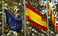 Флаги ЕС, Испании и Каталонии, архивное фото