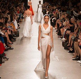 Показ новой коллекции Валентина Юдашкина на Неделе моды в Париже