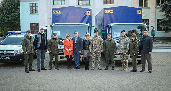 Волонтерские организации из Латвии передали гуманитарный груз жителям Донбасса