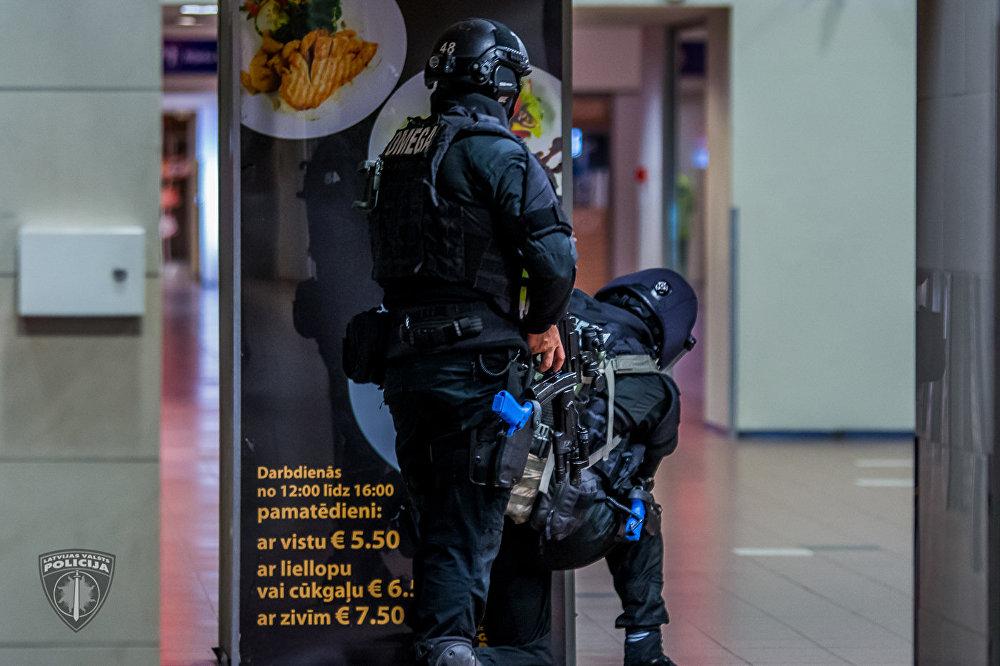 Учения антитеррористического отряда Омега по освобождению заложников на Рижском Центральном вокзале