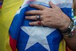 Житель Барселоны в ожидании оглашения парламентом итогов референдума о независимости Каталонии