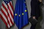 Флаги США и Евросоюза, архивное фото