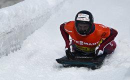 Мартинс Дукурс во время соревнований по скелетону, архивное фото
