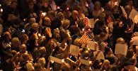 Тысячи человек в Барселоне вышли на митинг со свечами