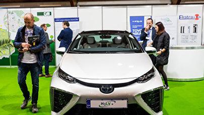 Водородный электромобиль на выставке Среда и энергия